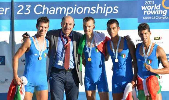 Il quattro di coppia pl campione del mondo insieme al presidente Giuseppe Abbagnale