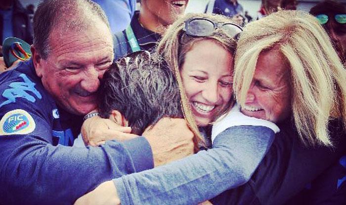 Matteo Castaldo abbracciato dalla sua famiglia