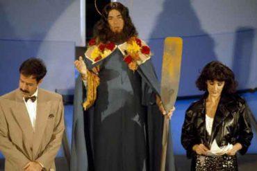 Sanremo 1989. Tullio Solenghi entra sul palco dell'Ariston vestito da San Remo