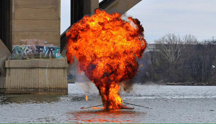 barca-esplode